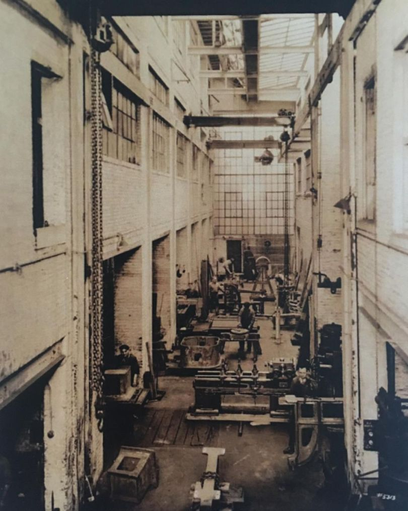 用于组装最大型试验机的车间.jpg