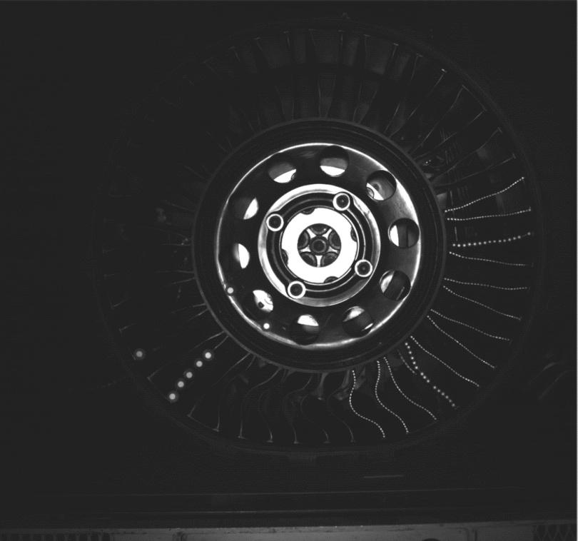 图5 整体转动下的非转动轮胎.png